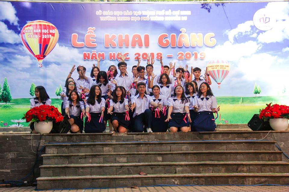41009271 659755634410452 439769548342689792 n - Áo thun lớp 11C4 - THPT Nguyễn Du