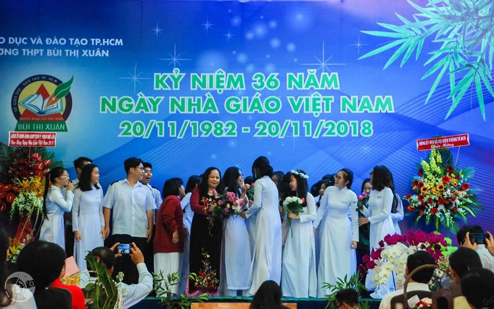 46482963 594788920956115 4037382748455829504 n - Áo hoodie đồng phục lớp 12A8 - THPT Bùi Thị Xuân
