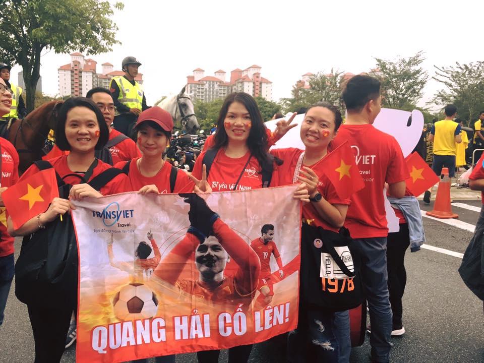 48281566 10213325063097475 2581339503117467648 n - Áo thun Việt Nam vô địch khẳng định tinh thần mạnh mẽ của người Việt trước đội tuyển Malaysia.