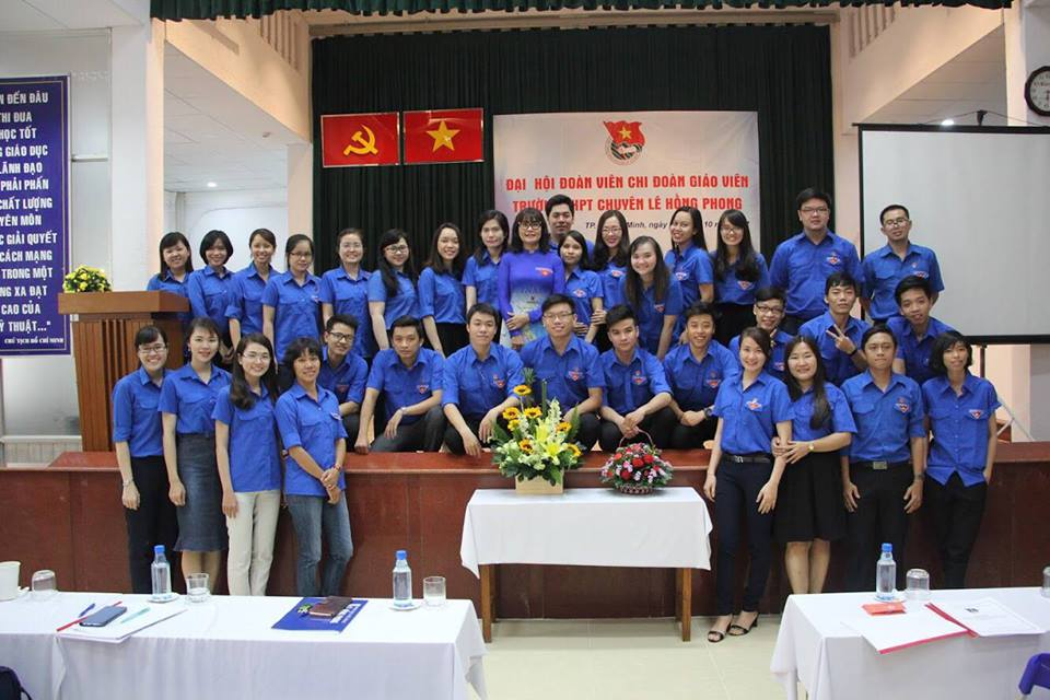Áo khoác nỉ đồng phục của các bạn CH2 – Chuyên Lê Hồng Phong